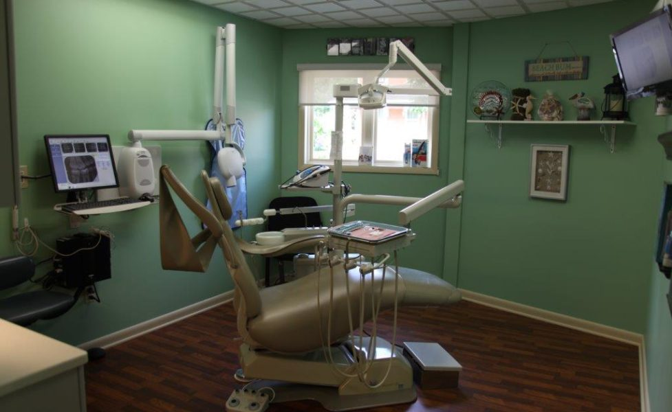 Dr. Sulken's Beach Themed Patient Room - Fostoria Dentist