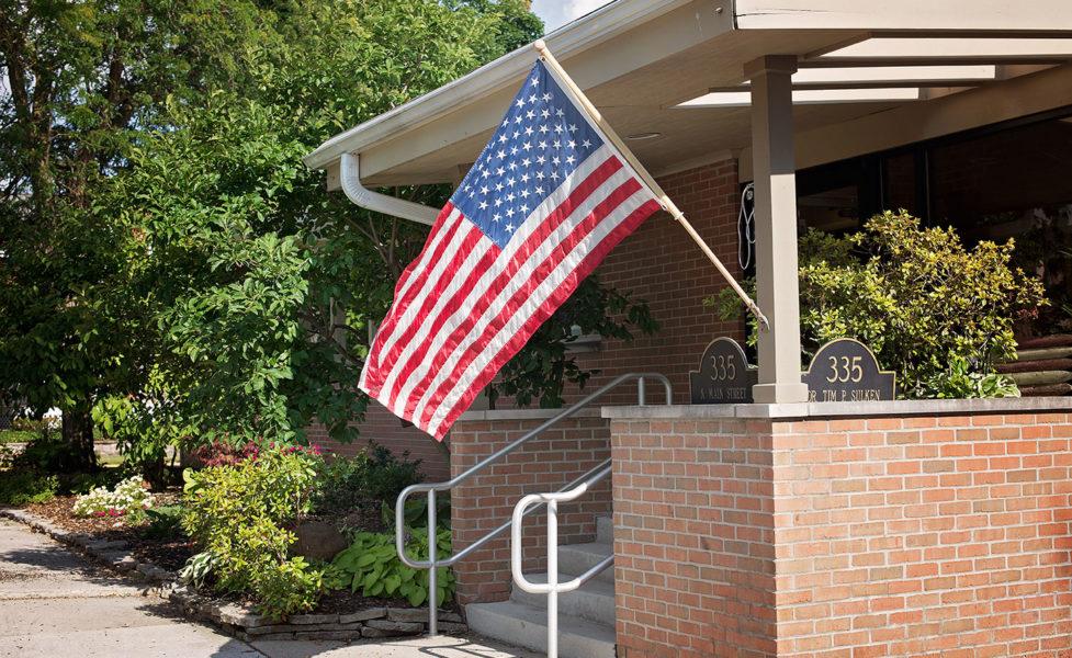 Sulken Exterior Flag - Fostoria Dentist