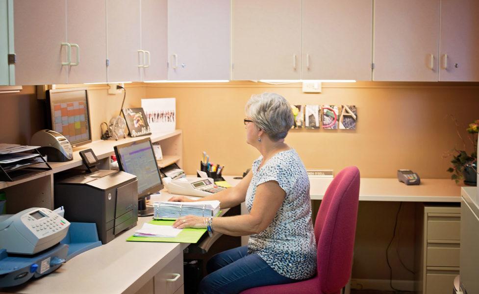 Linda At The Front Desk - Fostoria Dentist